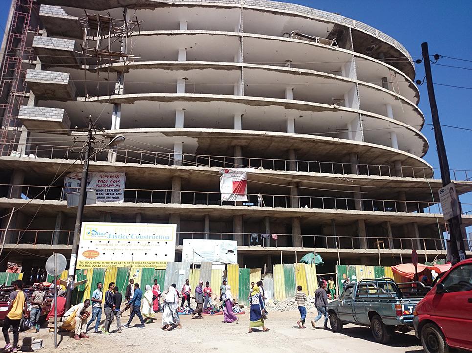 マルカートは再開発が進められ、露店の多くは建設されたビルへの入居が始まっている