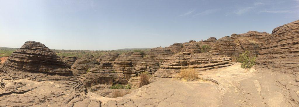 砂の岩ドームの上から見える景色はとにかく圧巻!
