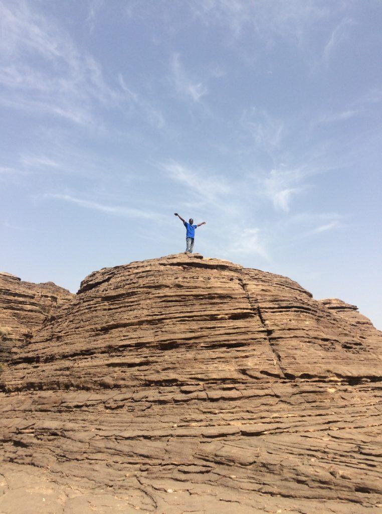 岩肌が階段状なっているので、比較的登りやすい