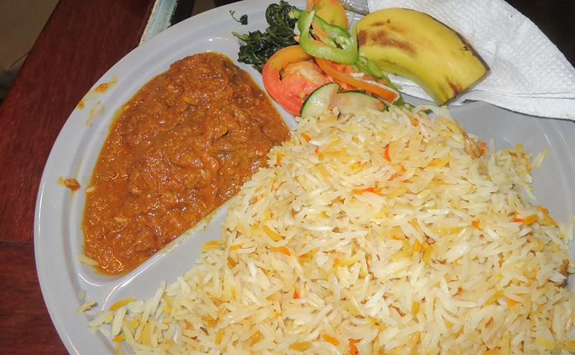 タンザニアのローカル飯『チキンビリアニ』と『マトンピラウ&フォタリ』