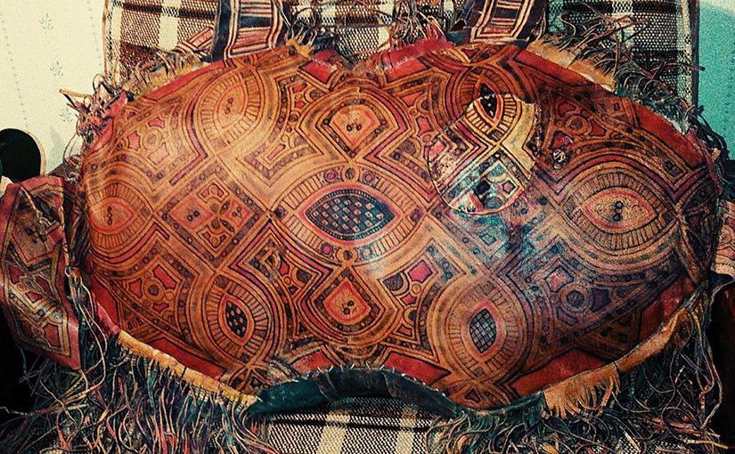 サンハジャの革張り枕