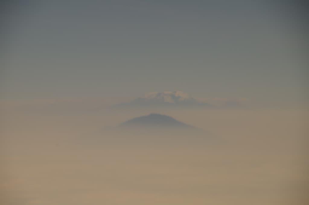 セスナ窓から。キリマンジャロ山?