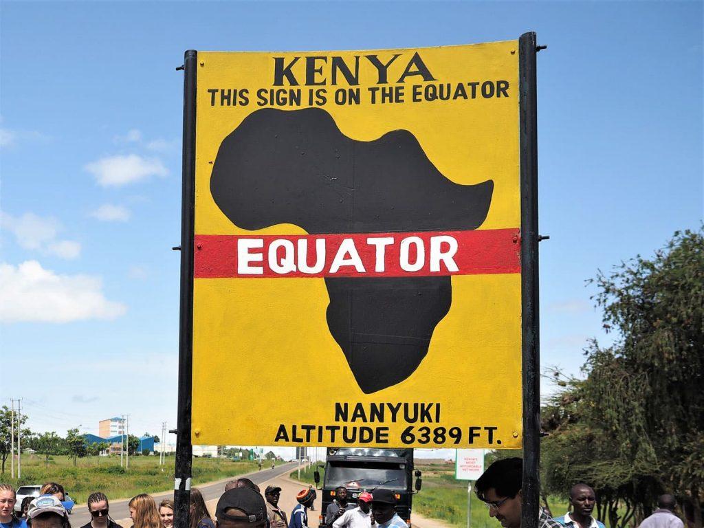 途中、赤道を通過して北半球側へ。(ケニアは国の真ん中を赤道が横切っています)
