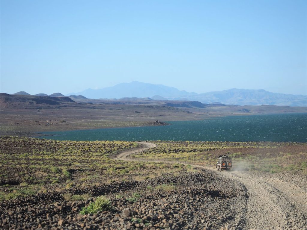 世界最大の砂漠の湖、緑色の植物プランクトンが多いことから英語では『Jade Sea(翡翠海)』とも呼ばれます。