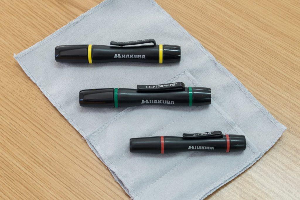 レンズペンは大きさや形状の異なるいくつかのタイプがありますが、旅行には1本あれば十分でしょう