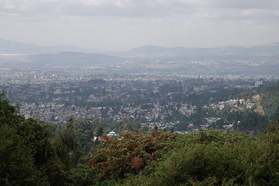 エントット山麓に広がるアジスの街