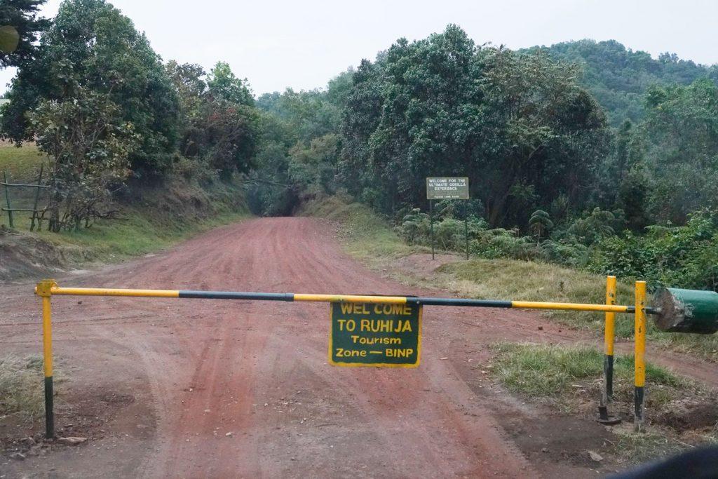 ブウィンディ国立公園のゲート。