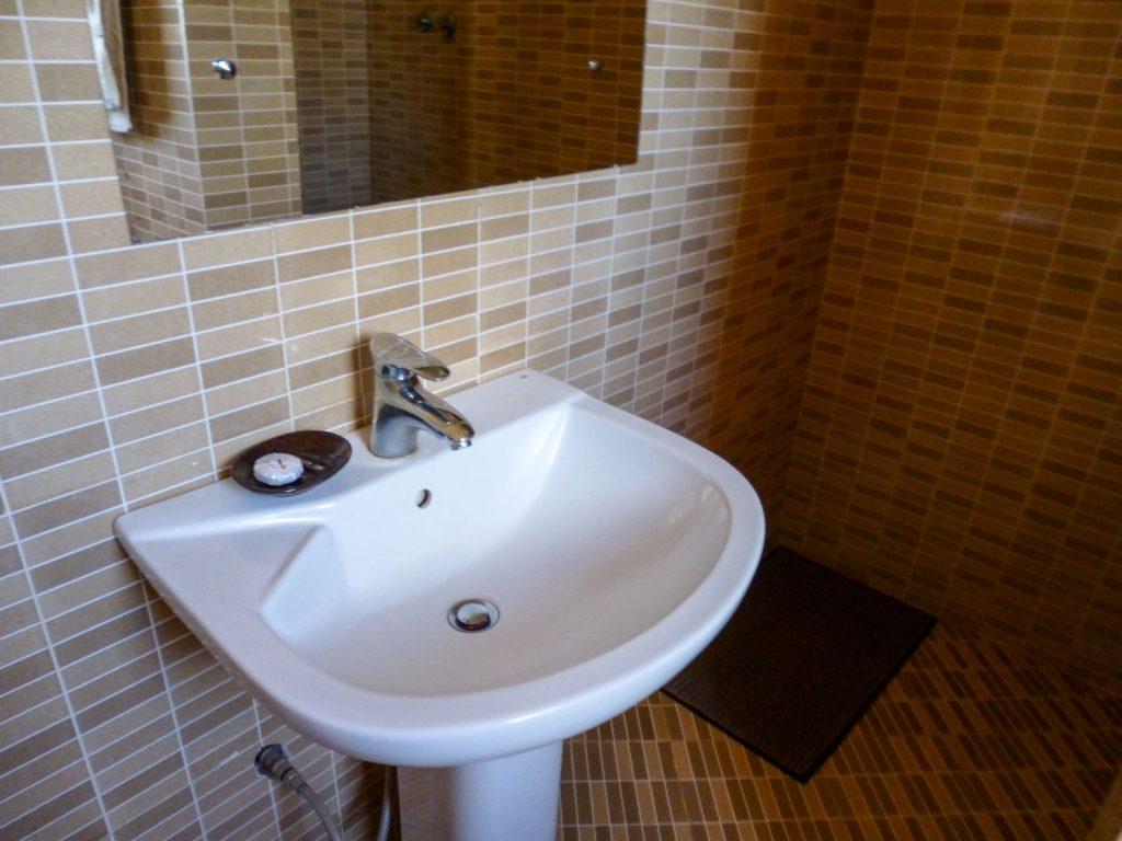 水回りもしっかりしています。ほとんどの宿泊施設のアメニティは石鹸とタオルくらいです。