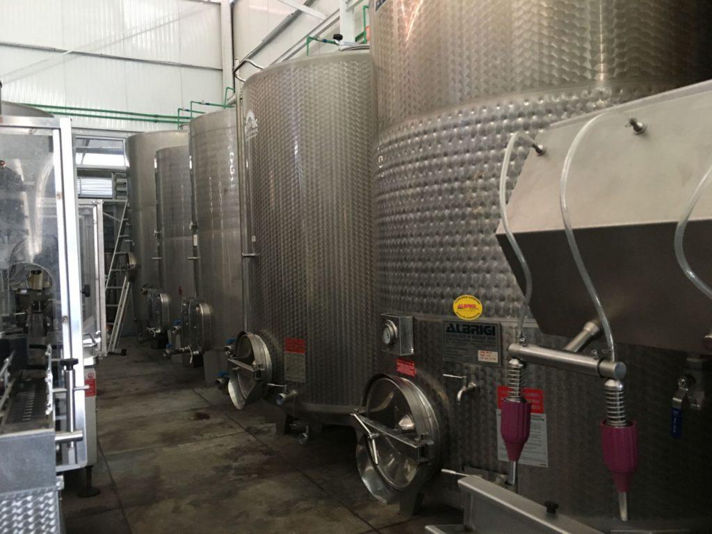 ワイナリーにも立ち寄りました。赤ワイン、白ワイン、ロゼ…などが作られています。