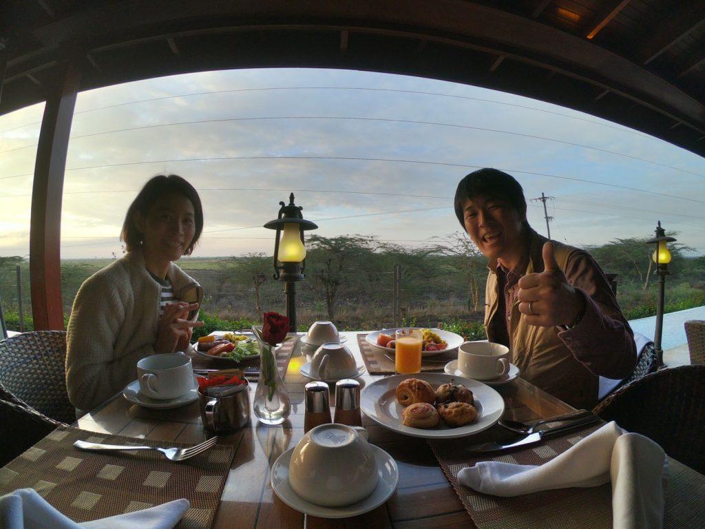 テラスの向こうはナイロビ国立公園