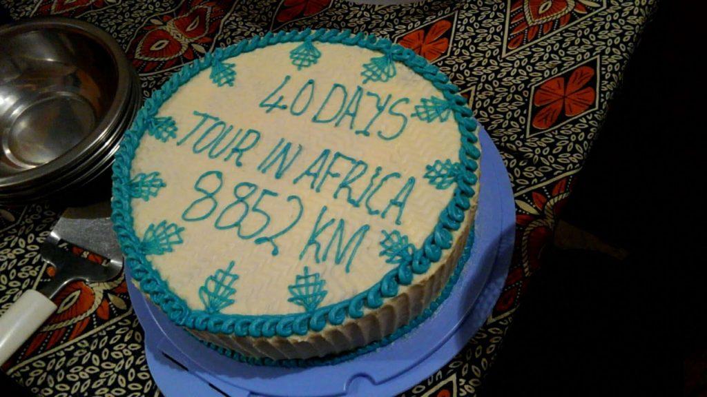 ドライバーのヘンリーの奥さんが作ってくれた記念のケーキ