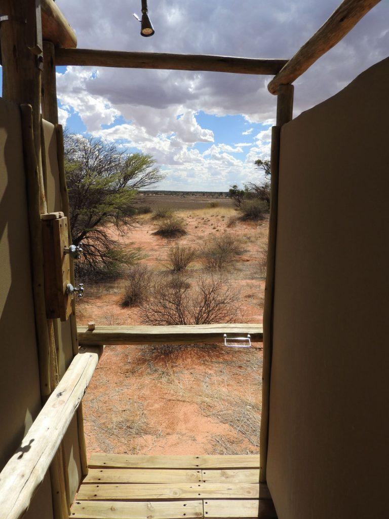 9部屋のうち2部屋はシャワーがこんな感じでした。要するに正面は広大な風景です。こんな贅沢なシャワーはなかなかありませんね。