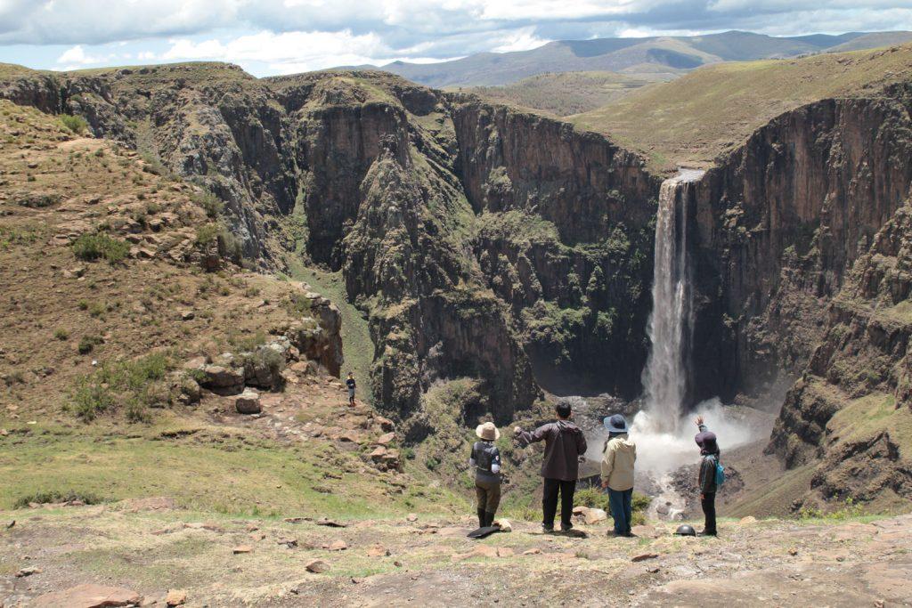 セモンコン郊外にある高低差192mのマレツニャネ滝