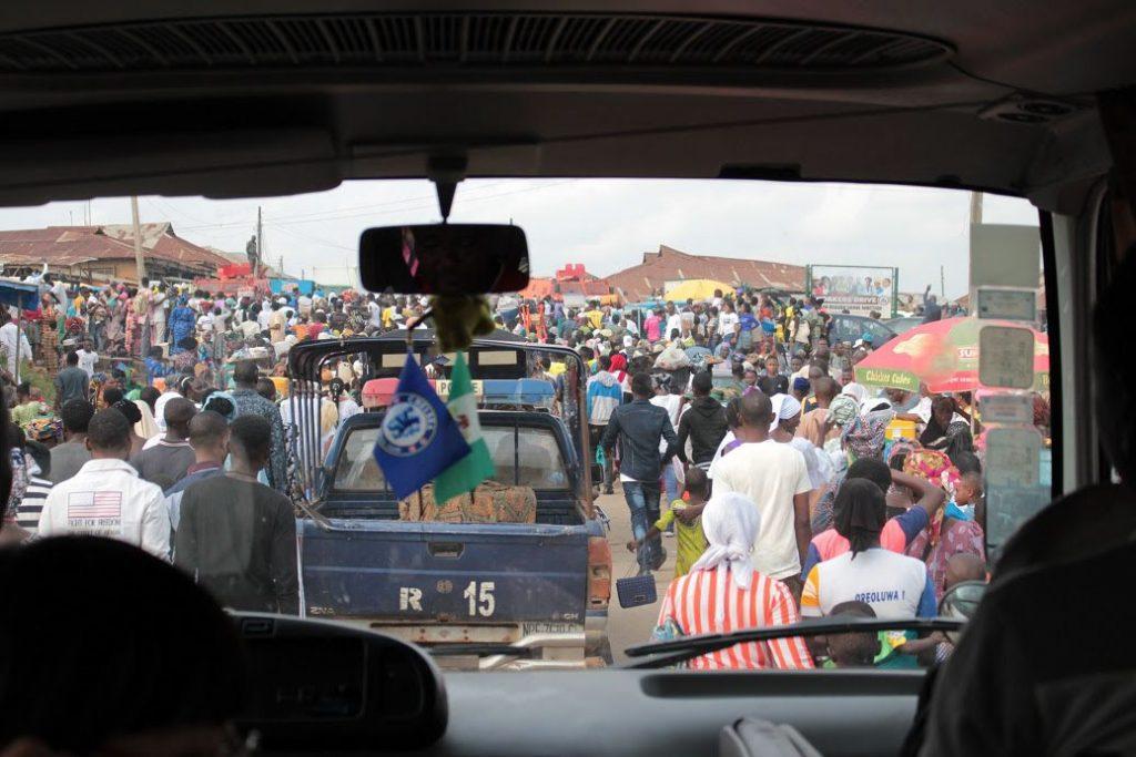 ラゴスも移動途中も、街を通る度に交通渋滞
