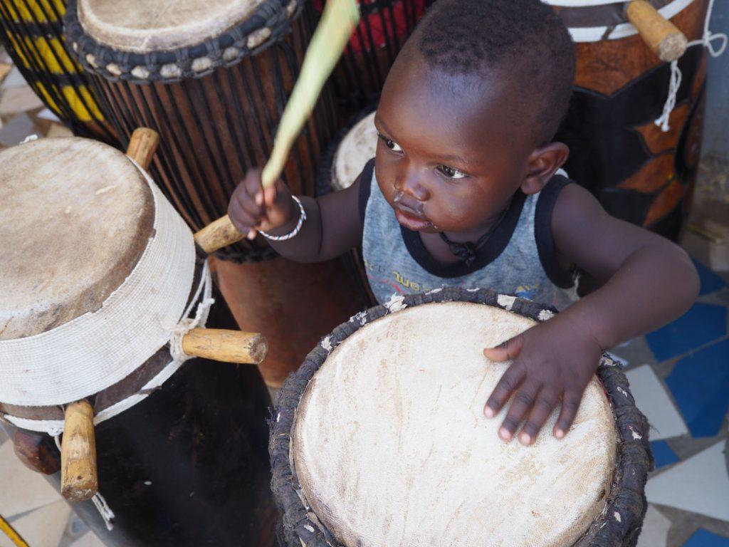 こんな小さな子にも、宿る太鼓のリズム。