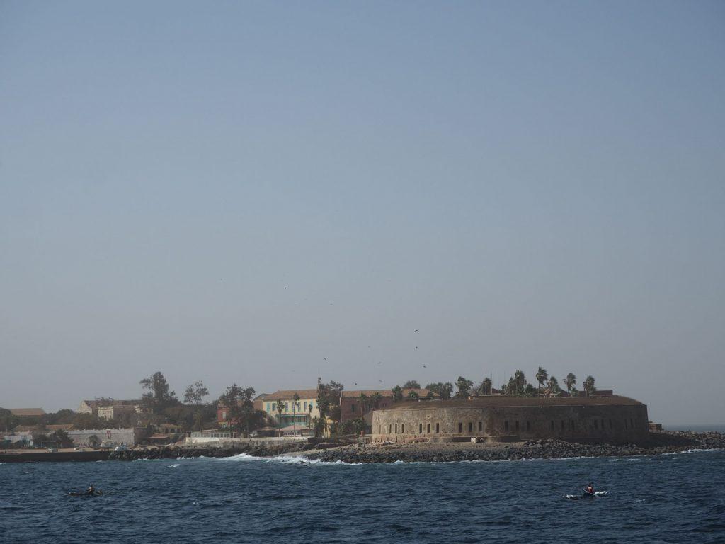 かつて奴隷貿易の拠点として栄えたゴレ島。負の遺産として知られる島は、静かなのんびりとした時間の流れる島でした。