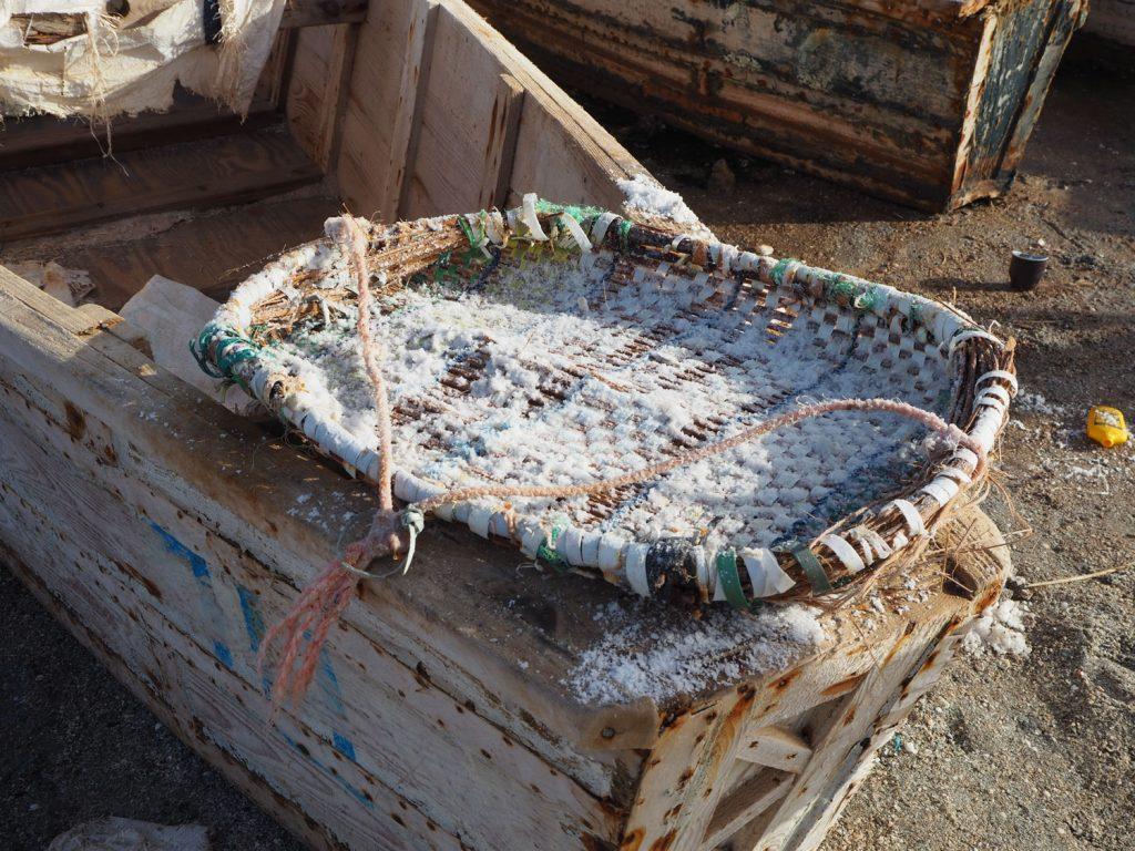 ピンクレイクは塩の採掘も有名です。ここで取れる塩は西アフリカ各国へ運ばれます。