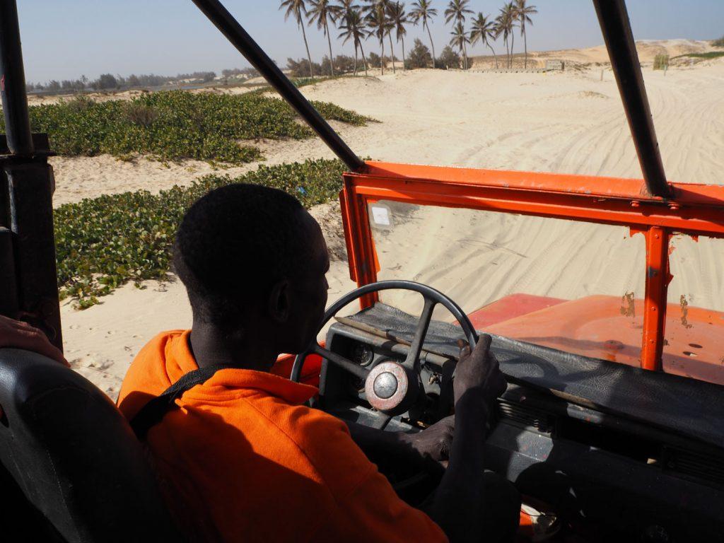 ダカール・ラリーの終着地としても知られるセネガル。砂漠地帯を4駆でリアル・ダカール・ラリーを体験!