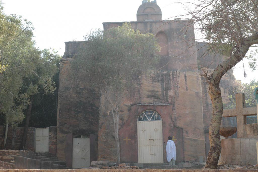 メケレ周辺に点在する岩窟教会の一つキリコス教会