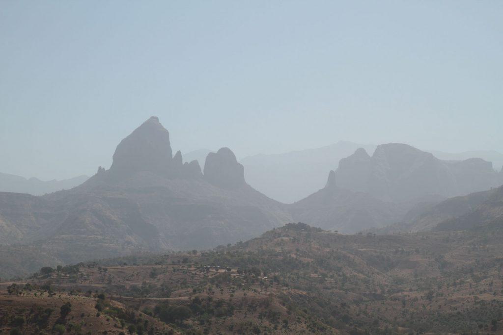 エチオピア北部は、立体感のあるダイナミックな風景が広がっています