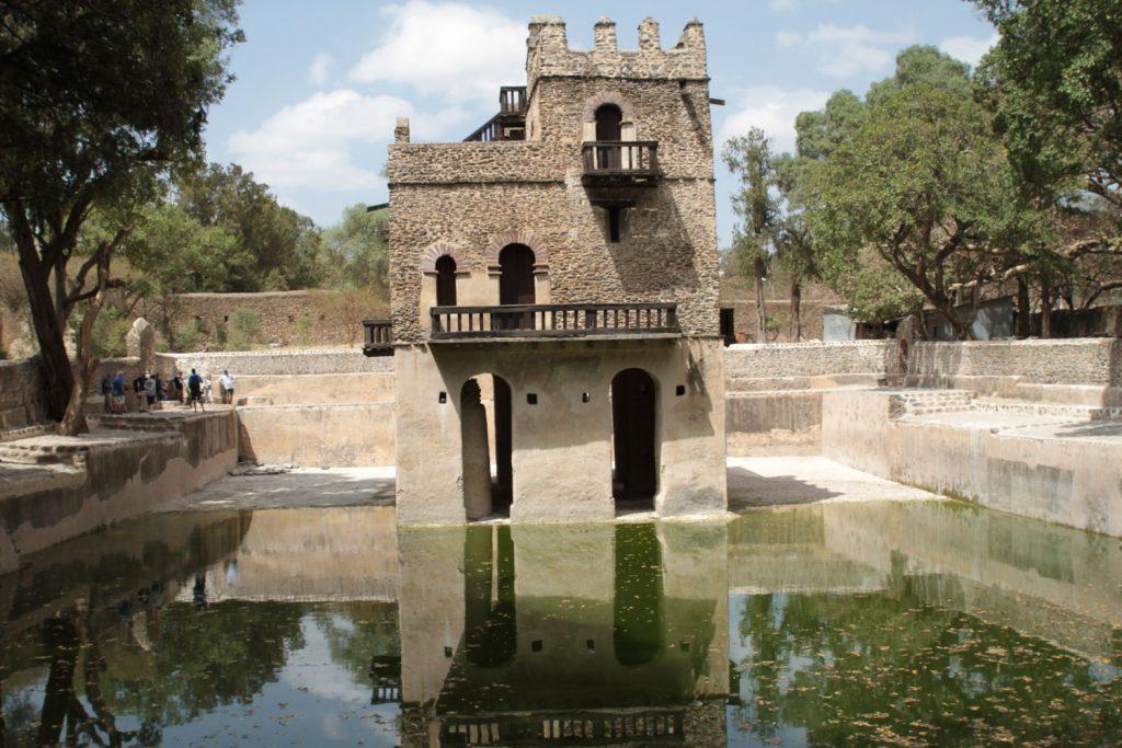 ファシリダス帝のプール(沐浴場)。ティムカット祭の時には数万人の人が集まり、夜通し祈り、歌い踊る