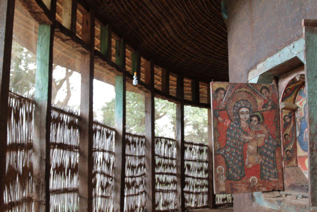 タナ湖の湖畔に建つウラ・キダネ・メレ修道院
