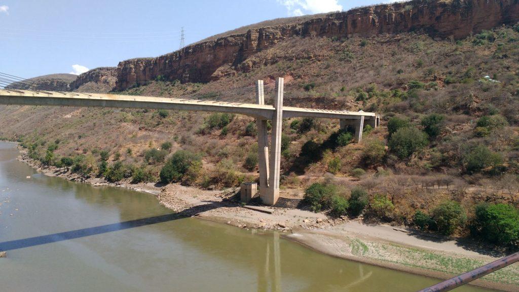 途中に通過した青ナイル峡谷にかかる橋。日本のODAにより建設