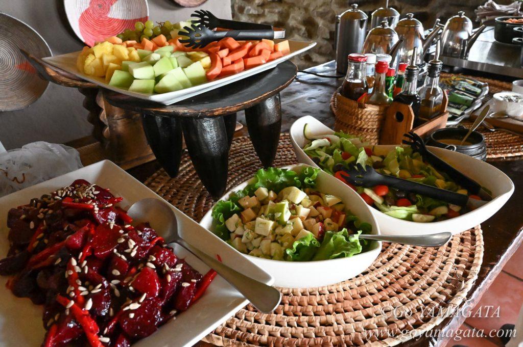サラダや果物が多いのも嬉しいマシャトゥの食事