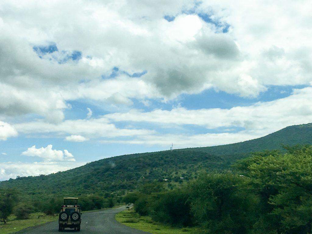 大地溝帯の崖を登ってンゴロンゴロへ。
