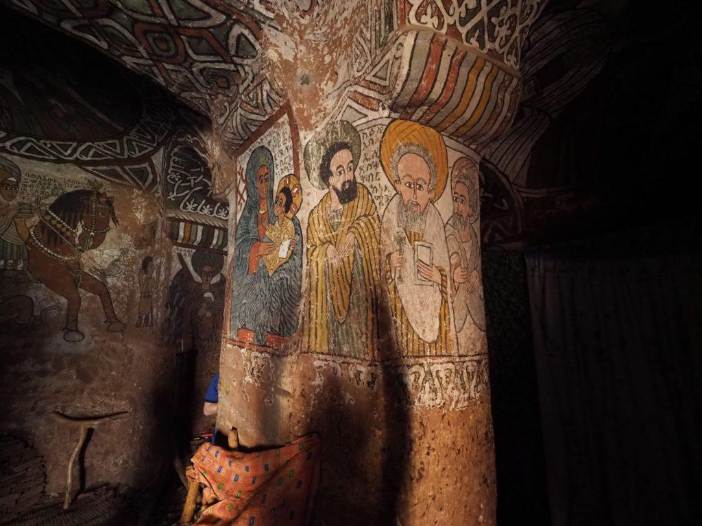 壁画が美しい、アブーナ・イェマタ修道院の内部
