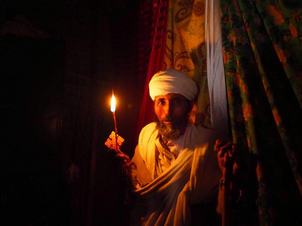 修道士はこのキャンドルに火をともして毎日の勤行を行います