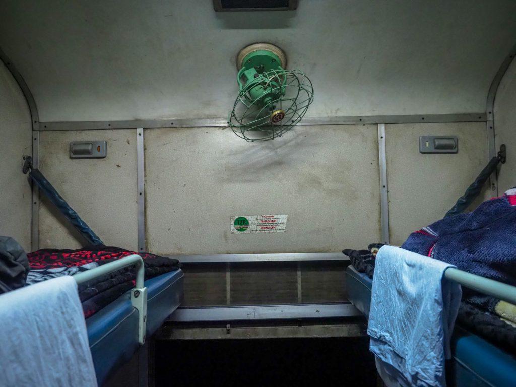 二段ベッドの上段部分。扇風機付きです!!