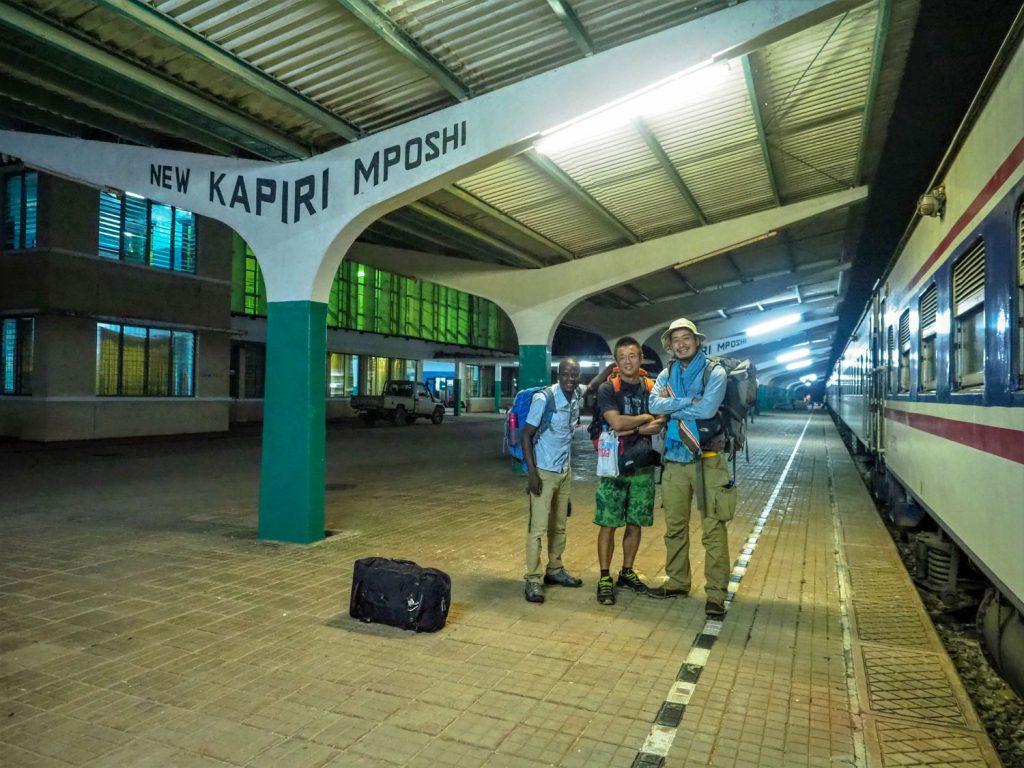 ゴール!無事に終点のニューカピリムポシ駅に到着です。