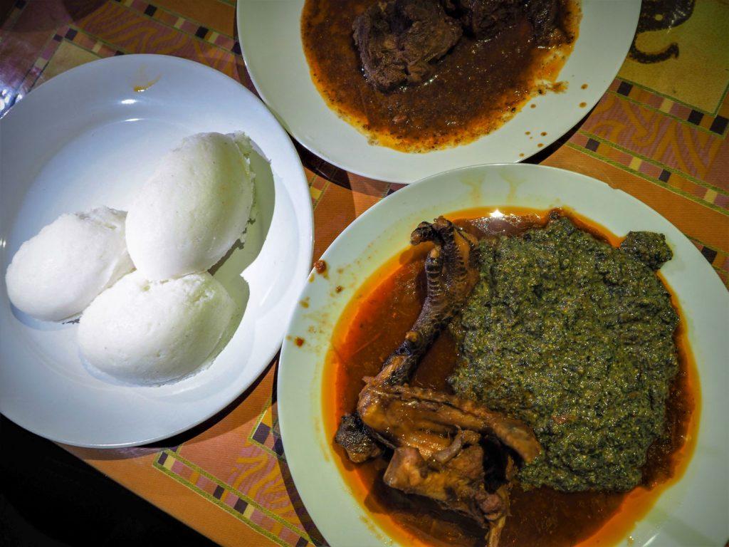 そして旅の〆料理はまたもローカル料理。剥き出しチキンは、コラーゲン満点です。