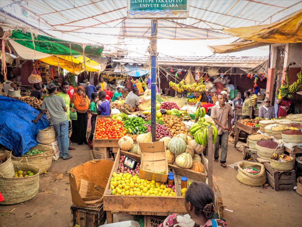 現在のラム島は往時の繁栄に比べると、のどかで小さな島です。中央市場も規模は小さいですが活気にあふれています。