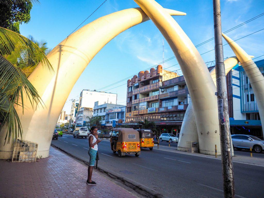 モンバサの名所、「タスクス」と呼ばれる象牙を模したモニュメントです。かつてアフリカ最大の象牙集積港だったことを偲ばせます。