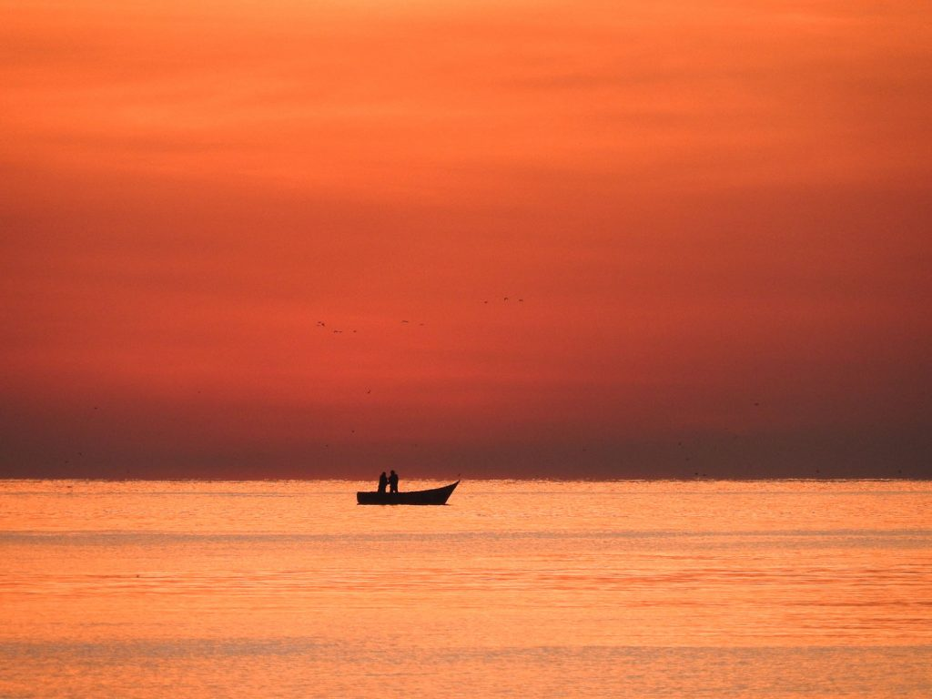 ビクトリア湖に面したホテルで朝日を待ちます。