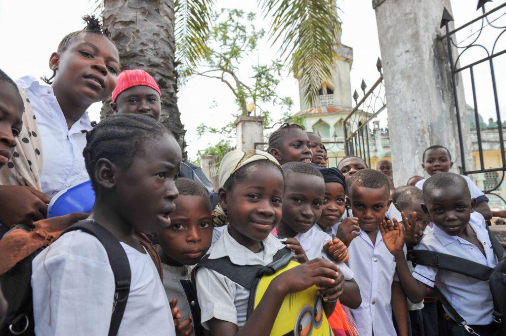 コンゴ最大といわれるキサンガニのモスクと小学校にて