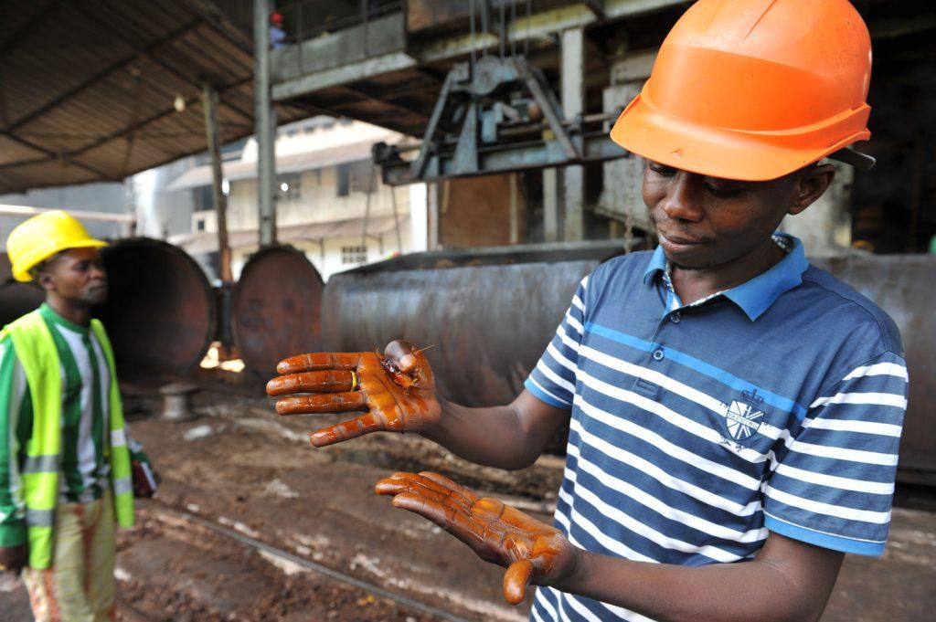 ロクトゥのパームオイル工場にて。日本人技師もいるようですが訪問時は不在